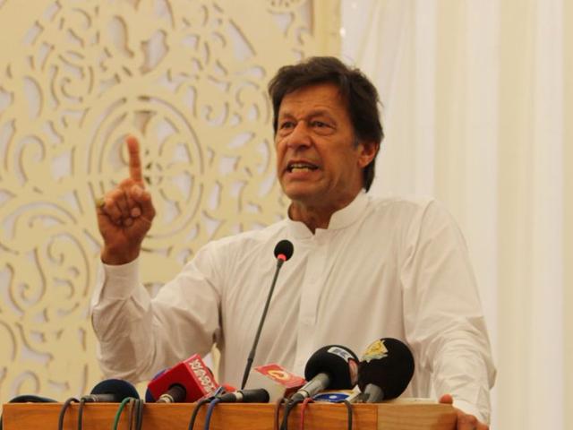 دہشتگردی کے خلاف جنگ پہلے امریکا کی تھی اب اپنی ہوگئی ہے، چیرمین پاکستان تحریک انصاف فوٹو:فائل