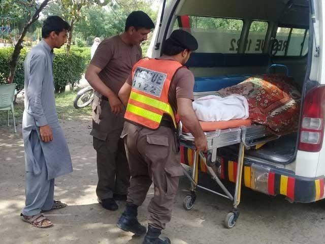 حادثہ پتھر سے پھسلنے کی وجہ سے پیش آیا، ریسکیو حکام فوٹو: ایکسپریس