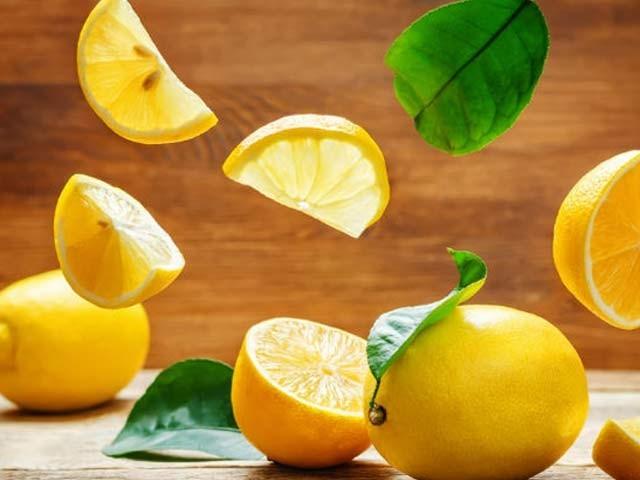 لیموں میں 22 قسم کے مختلف اجزا کینسر سے بچاتے ہیں۔ فوٹو: فائل