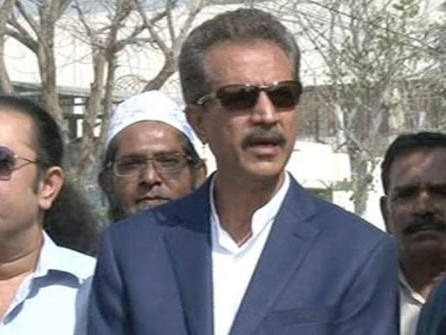 کراچی کے سیاسی لوگ ووٹ مانگنے تو آجاتے ہیں لیکن لوڈشیڈنگ کے معاملے پر سب خاموش ہیں، وسیم اختر۔ فوٹو : فائل