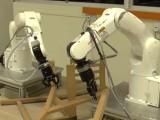 یہ روبوٹ صرف 9 منٹ میں کرسی بنا لیتے ہیں۔ فوٹو : این ٹی یو