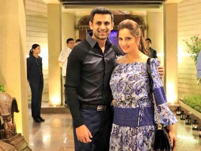 """شعیب ملک اور ثانیہ مرزا نے ٹوئٹر پر """"ننھے مہمان"""" کی آمد کی خوشخبری سنائی ہے۔ : فوٹو : فائل"""