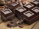 ڈارک چاکلیٹ کا باقاعدہ استعمال دل، دماغ اور دیگر جسمانی نظاموں کےلیے بے حد مفید ثابت ہوسکتا ہے (فوٹو: فائل)