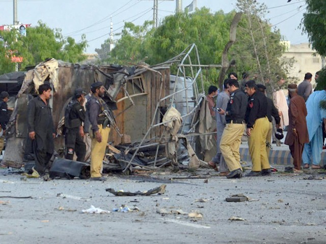شہید پولیس اہلکاروں کی میتیں آبائی علاقوں کو روانہ کردی گئیں۔ فوٹو : فائل
