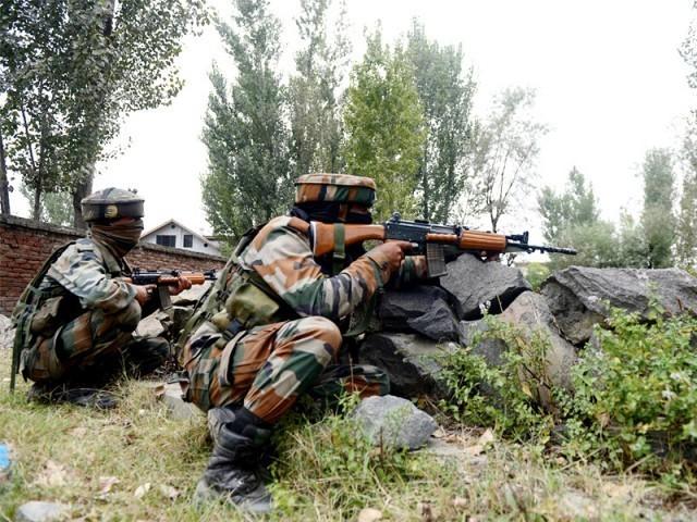 پاک فوج نے جوابی کارروائی میں فائر کرنے والی بھارتی پوسٹوں کونشانہ بنایا، آئی ایس پی آر - فوٹو: فائل