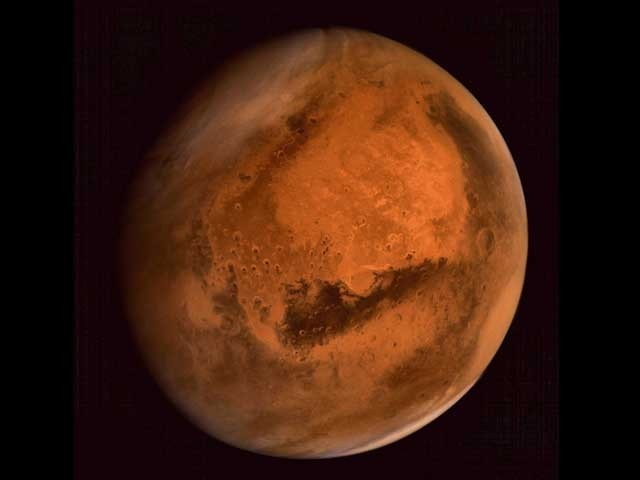 تقریباً ہر 26 مہینے کے بعد مریخ کی ظاہری حرکت لگ بھگ سوا دو مہینوں کےلیے اُلٹ جاتی ہے۔ (فوٹو: جے پی ایل/ ناسا/ ای ایس اے)
