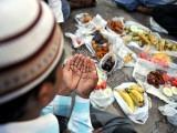 اکل حلال اﷲ تعالیٰ کی محبت اور اس کی جنت تک رسائی حاصل کرنے کا راستہ ہے۔ فوٹو: فائل