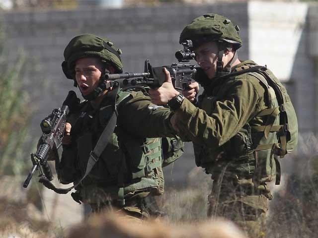 ہزاروں فلسطینیوں نے امریکی سفارتخانے کی مقبوضہ بیت المقدس منتقلی کے خلاف احتجاج کیا تو اسرائیلی فوج نے فائرنگ کردی فوٹو:فائل