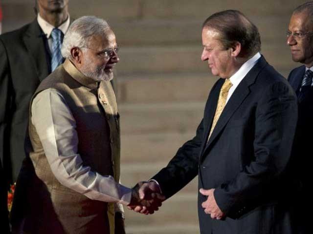 نواز شریف کی بھارت سے محبت یک طرفہ نہیں بلکہ بھارت کو بھی نواز شریف کا دفاع کرتے کئی باردیکھا گیا ہے۔ (فوٹو: انٹرنیٹ)