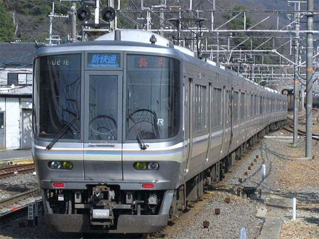 ٹرین کو 7 بج کر 12 منٹ پر روانہ ہونا تھا لیکن اس نے 25 سیکنڈ پہلے پلیٹ فارم چھوڑ دیا تھا (فوٹو:فائل)
