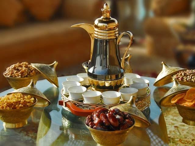 اسلامی ممالک میں افطار کے لذیذ پکوان لازم و ملزوم ہوتے ہیں۔ فوٹو: فائل
