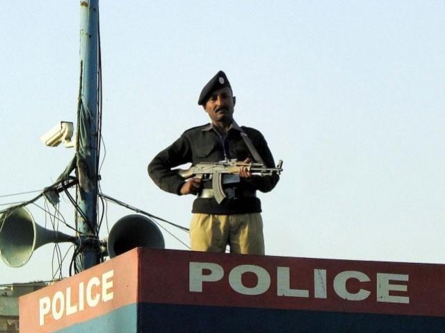 چیک پوسٹوں پر پولیس اہلکار تعینات ،فوٹو:فائل