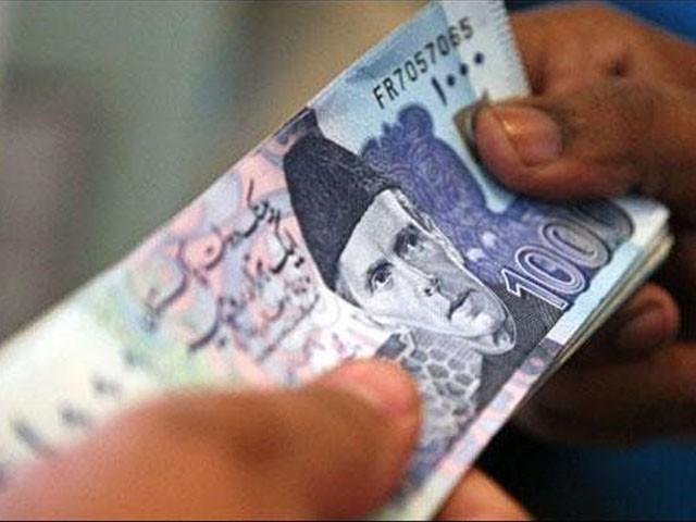 سیونگ اکاؤنٹس میں 39 ہزار 198 روپے یا زائد رقم پر ڈھائی فیصد کی شرح سے زکوٰۃ کٹوتی کی جائے گی۔ فوٹو: فائل