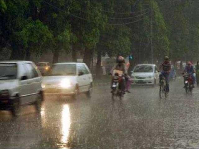 لاہورمیں موسم ابرآلود ہے جب کہ کئی علاقوں میں بونداباندی جاری ہے ۔ فوٹو: فائل