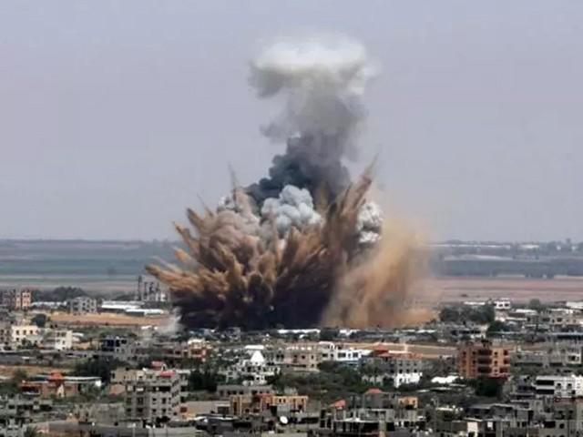 اسرائیلی فوج نے فضائی حملوں میں غزہ میں حماس کے ٹھکانوں کو نشانہ بنایا۔ فوٹو : فائل