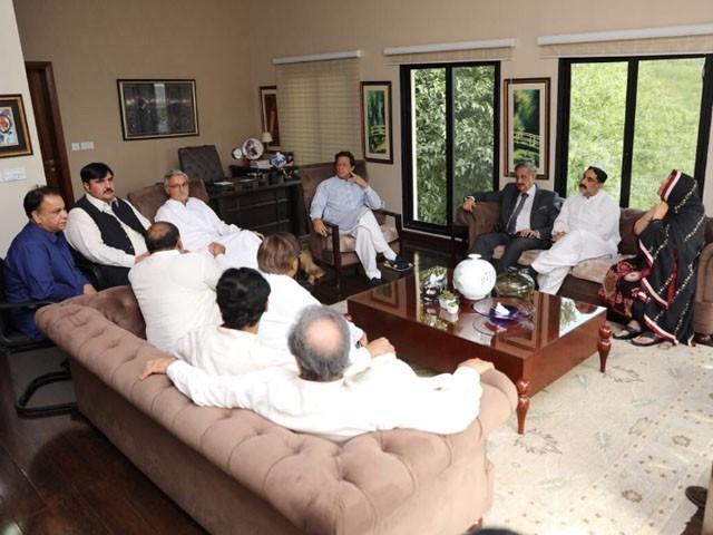 دونوں اراکین قومی اسمبلی نے عمران خان کی قیادت اور نظریے پراعتماد کا اظہار کیا۔ فوٹو: ٹوئٹر