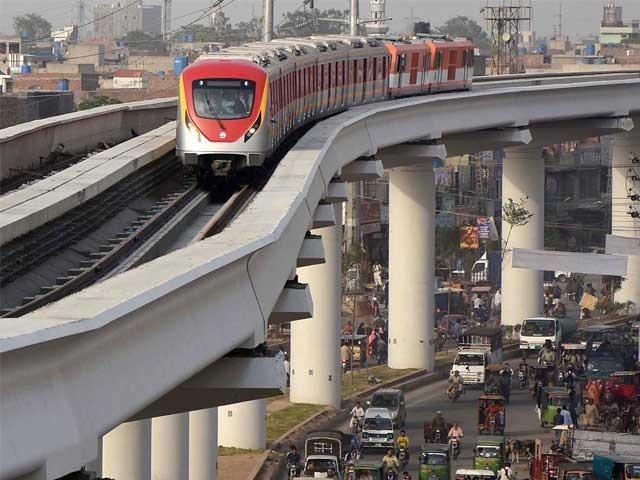 اورنج لائن ٹرین سروس سے لاہور پاکستان کا پہلا بن جائے گا جہاں مسافروں کو میٹرو ٹرین کی سہولت میسر ہو گی۔ فوٹو: ایکسپریس