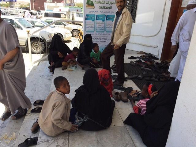 عمرہ کے نام پر بڑی تعداد میں بھکاری سعودیہ جاکر بھیک مانگتے ہیں اور قومی امیج خراب کرنے کا باعث بنتے ہیں (فوٹو: انٹرنیٹ)