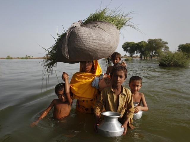 پاکیستان اس وقت شدید ماحولیاتی مسائل کا شکار ہے۔ فوٹو: فائل