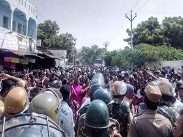 پولیس کی کارروائی میں 30 سے زائد افراد زخمی بھی ہوئے،فوٹو:بھارتی میڈیا