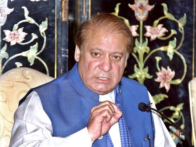 ہر الیکٹ ایبل تحریک انصاف کا ٹکٹ لینا چاہتا ہے لیکن اب عمران خان نے جہانگیر ترین کے مشورے پر ہاتھ''کھینچ'' لیا ہے۔ فوٹو : فائل