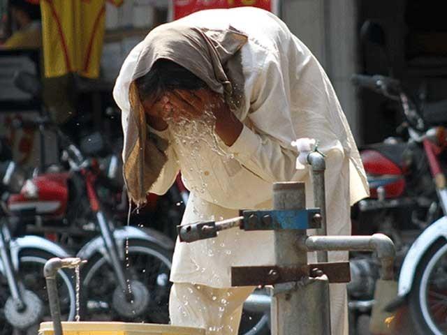 پاکستان میں درجہ حرارت میں مسلسل اضافے کے باعث گرمی کی لہر یا ہیٹ ویو کے واقعات میں آنے والے سالوں میں مزید شدت اورتیزی آئیگی فوٹو:فائل