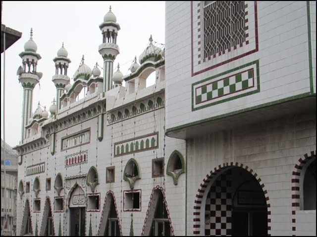 مسجد خراسیاں کی تعمیر نو کا آغاز 1990 میں ہوا اور تین سال کی تعمیری مدت میں اس پر کل 26 لاکھ روپے خرچ ہوئے۔ (تصاویر بشکریہ بلاگر)