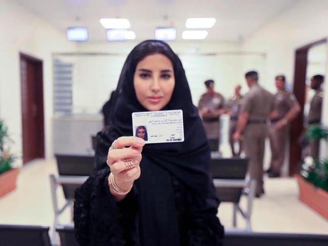 خواتین 24 جون سے باقاعدہ ڈرائیونگ کرسکیں گی۔ فوٹو : فوٹو (اے پی)