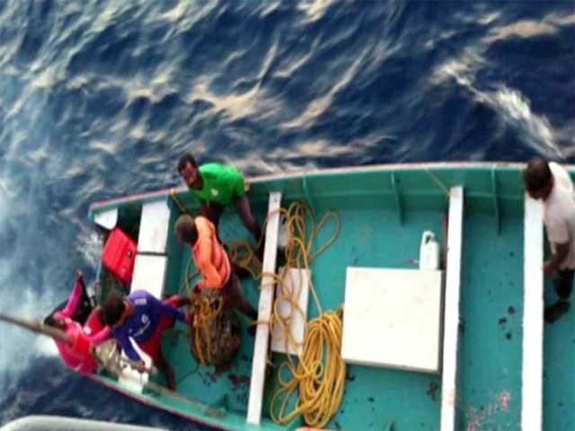 ڈوبنے والے 5 افراد کو بچا لیا گیا ہے اور ایک شخص ابھی تک لاپتہ ہے۔ فوٹو: فائل