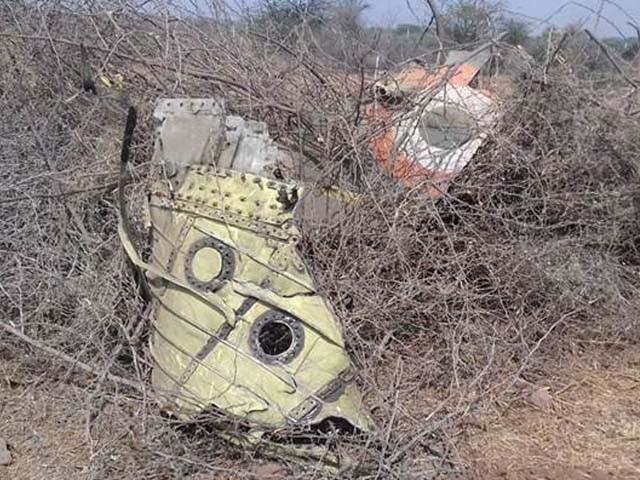 بھارتی فضائیہ کا لڑاکا طیارہ کچ کے علاقے میں گر کر تباہ ہوا۔ فوٹو : بھارتی میڈیا