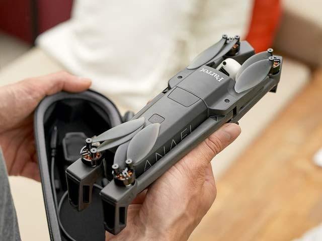 انافی ڈرون اڑتا ہوا مشینی کیڑا ہے جو زبردست ویڈیو بناتا ہے۔ فوٹو: بشکریہ پیرٹ
