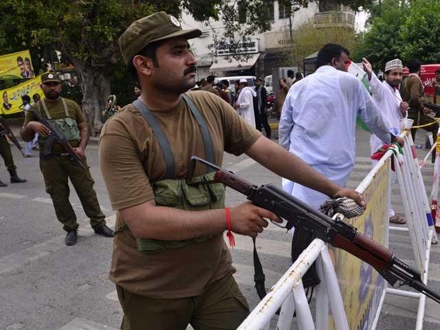 ڈکیتی کی وارداتوں میں چار شہری قتل، سوائے ایک واردات کے تمام ملزم قانون کی گرفت سے آزاد۔ فوٹو : فائل