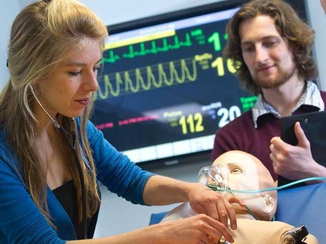 فرانس کے سائنسدانوں نے مجازی لاش تیار کی ہے جس کی سرجری کی جاسکتی ہے۔ فوٹو: بشکریہ ڈیلی میل