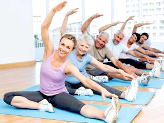 اگر کوئی شخص پورے ہفتے میں صرف ڈھائی گھنٹے ورزش کرتا رہے تو وہ کئی بیماریوں سے محفوظ رہ سکتا ہے، فوٹو؛ فائل