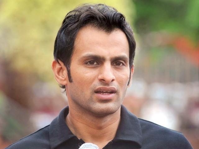 شعیب ملک پاکستان کی جانب سے تیز ترین ففٹی کے ریکارڈ سے ایک گیند دور رہ گئے۔ فوٹو: فائل