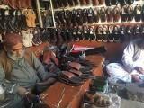 بلوچی چپل کے ڈیزائنوں میں نوریزی کٹ، بالاچ کٹ، مینگل کٹ، شکاری کٹ، سندھی کٹ اور براہوی کٹ زیادہ مشہور ہیں۔ (تصاویر بشکریہ: بلاگر)