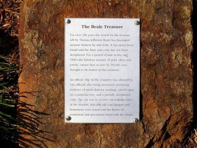 تھامس بیلے نے تین معموں میں زمین میں دفن خزانے کا پتا دیا تھا۔ فوٹو: فائل