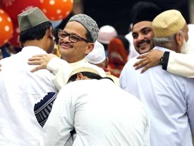 آج عید کا دن ہے مگر ہم یہ لطف ہی فراموش کر چکے ہیں کہ عید نامی تہوار کیا ہے۔ فوٹو: فائل