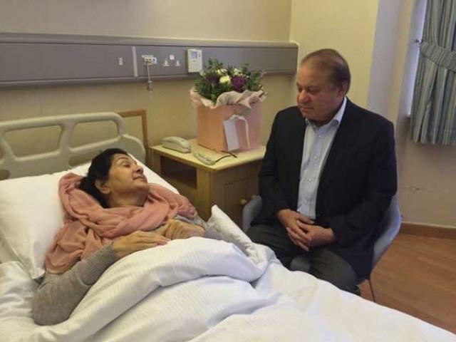 سابق وزیر اعظم نواز شریف اور مریم نواز بیگم کی عیادت کے لیے لندن پہنچ گئے (فوٹو: فائل)