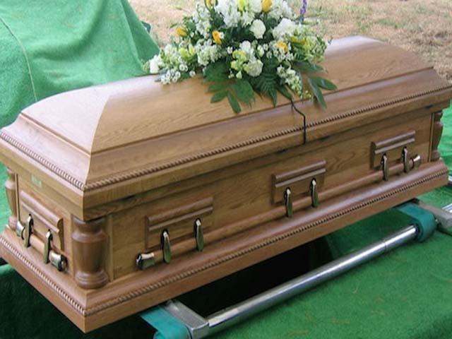 تین سے لاپتا شخص عین اپنی تدفین کے وقت گھر پہنچ گیا۔ (فوٹو: فائل)