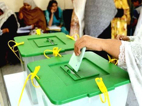 ووٹرز کے لحاظ سے سب سے بڑا ضلع لاہور ہے جہاں ووٹرز کی تعداد 53 لاکھ 98 ہزار 623 ہے (فوٹو: فائل)