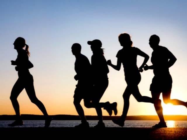 کوئی نیا کام سیکھ کر تھوڑی ورزش کرنے سے بہت فائدہ ہوتا ہے (فوٹو: فائل)