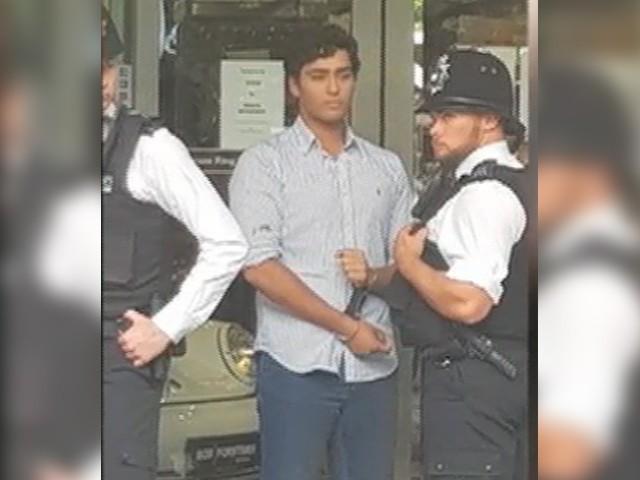مریم نواز کے بیٹے جنید صفدر کو مظاہرین سے جھگڑا کرنے پر گرفتار کیا گیا (فوٹو: فائل)
