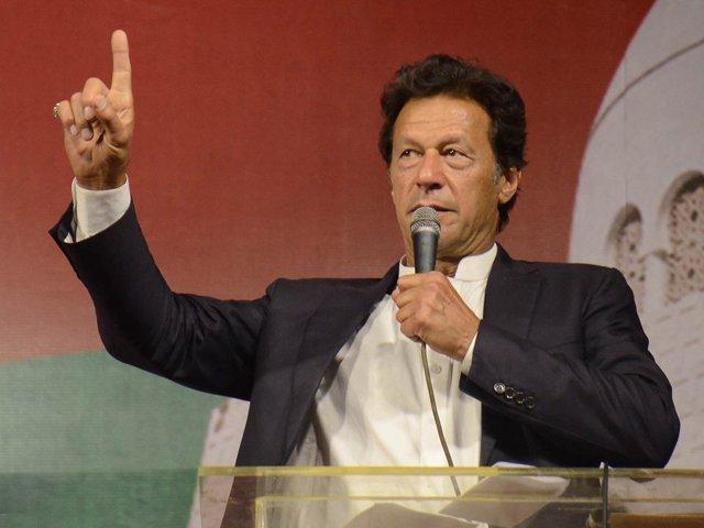 بیرون ملک پاکستانیوں سے اس فیصلہ کن گھڑی میں ساتھ دینے کی درخواست کرتا ہوں، عمران خان۔ فوٹو: فائل