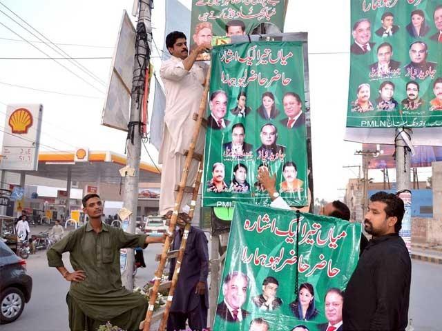 سیاسی اشتہارات لگانے والوں پر چارجز فوری طور پر لاگو ہوں گے اور الیکشن کے دن تک نافذ العمل رہیں گے۔ فوٹو: فائل