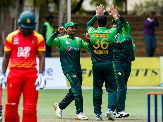 قومی ٹیم کی جانب سے شاداب خان نے 4، فہیم اشرف اور عثمان خان نے 2،2 وکٹیں حاصل کیں۔ فوٹو: اے ایف پی