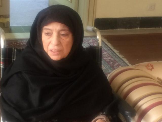 والدہ شمیم اختر کو غیر علانیہ ان کی رہائش گاہ جاتی امرا رائے ونڈ میں نظر بند کر دیا گیا۔ فوٹو: سوشل میڈیا