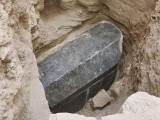 تابوت کو مخصوص انداز سے بند کیا گیا تھا جسے 2 ہزار سال سے کھولا نہیں گیا ہے۔ فوٹو: سوشل میڈیا