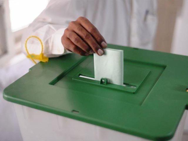 ووٹر کی رازداری کو افشاں کرنا، بیلیٹ پیپر پر لگی مہر کے بارے میں کسی کو اطلاع دینا بھی غیر قانونی فوٹو:فائل