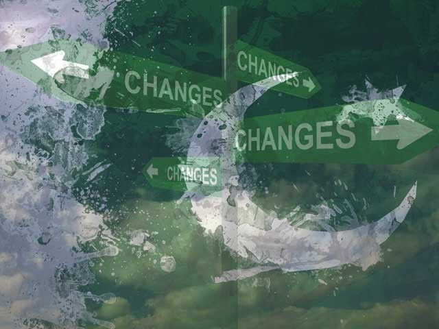 پاکستان میں مثبت تبدیلی کےلیے ہمیں کسی غیبی مدد کی امید رکھنے کے بجائے اپنی مدد آپ کے اصول پر عمل کرنا ہوگا۔ (فوٹو: فائل)